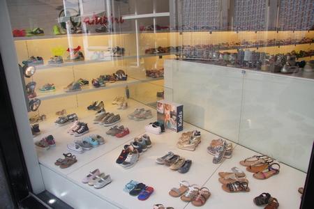 Kinderschoenen-damesschoenen-schoenenwinkel-Maastricht